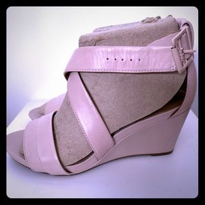 Clark's Artisan pale pink leather wedge 7